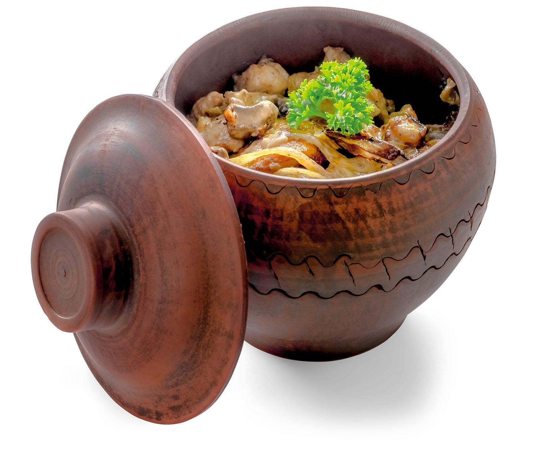 Деруни з грибами і свининою в соусі