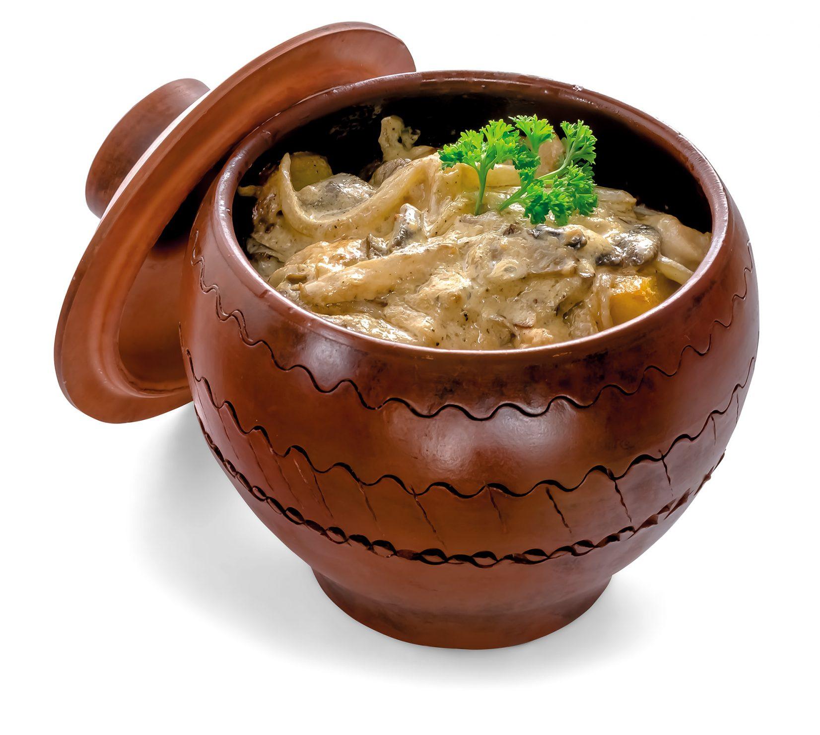 Картопля з куркою і грибами в соусі