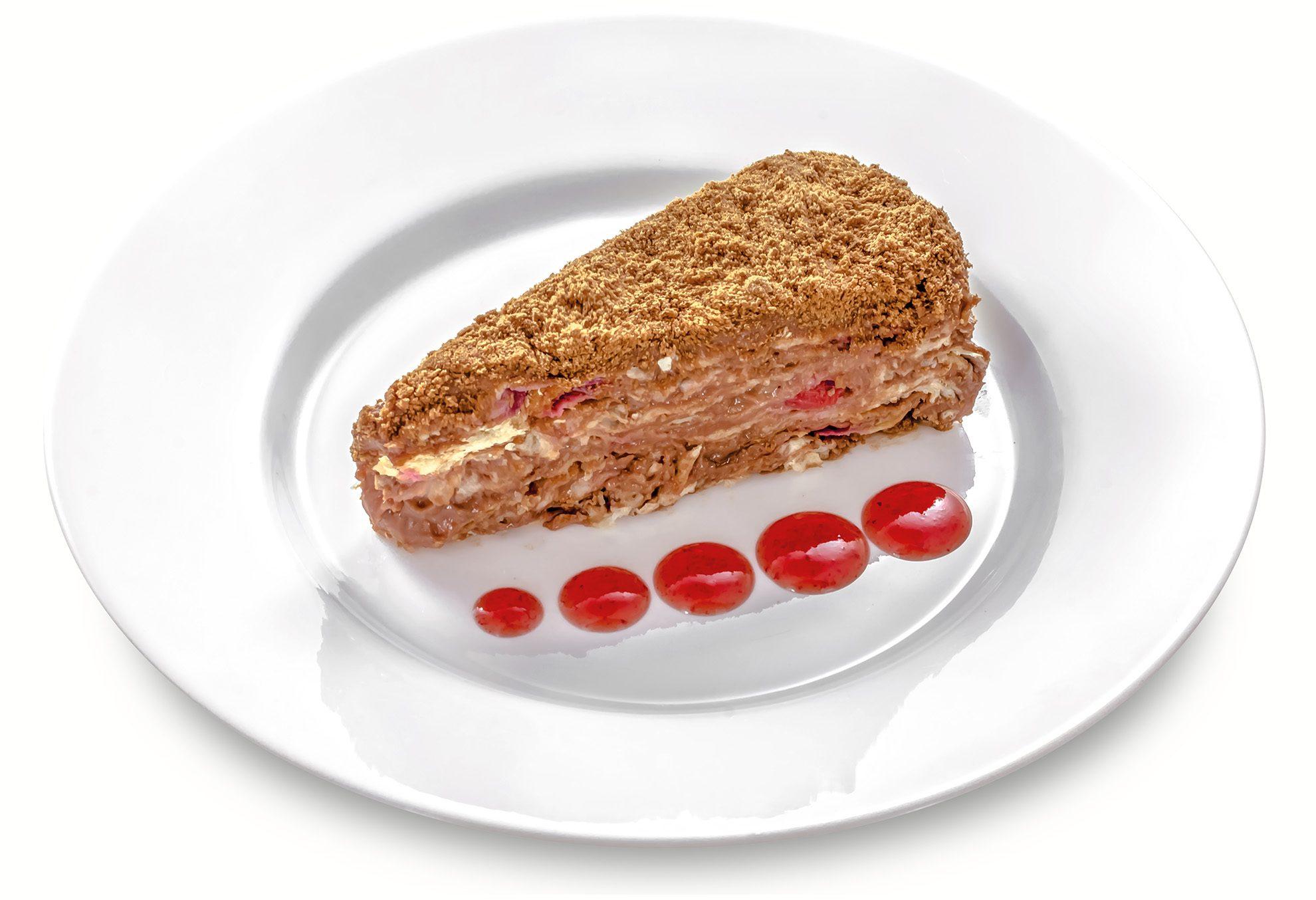 Наполеон шоколадний з вишнею